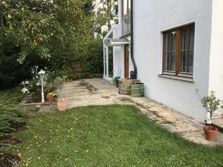 Wohnen im Grünen – Zentrale 1-Zimmer-Wohnung mit schöner Terrasse in Stuttgart-Degerloch