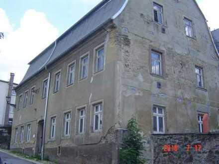 Leer stehendes Wohnhaus in Annaberg-Buchholz, modernisierungsbedürftig