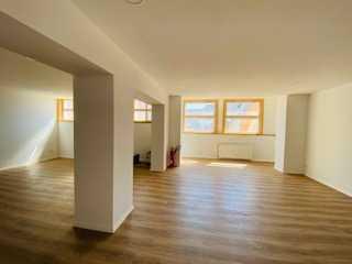 Großzügiges Büro/Praxis/Galerie auf 2 Ebenen im Winzerort Auggent
