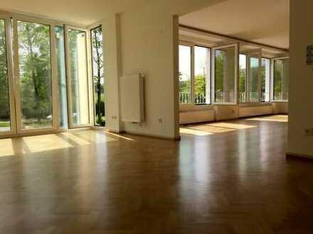 Stilvolle, neuwertige 5-Zimmer-Wohnung mit Balkon in Essen