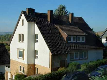Attraktives Mehrfamilienhaus mit drei super geschnittenen, großen und hellen Wohnungen - Investment