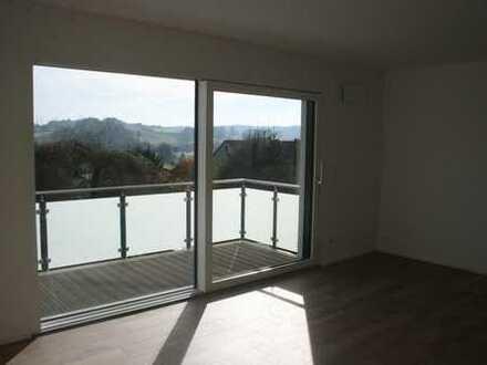 Einbauküche und großer Balkon -- Hochwertige Ausstattung in ruhiger Lage !!