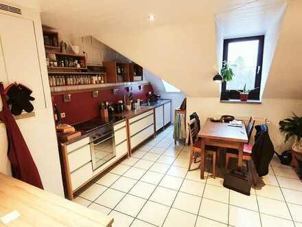 3,5-Zimmer-Altbau-DG-Wohnung in der Nähe des Turmbergs