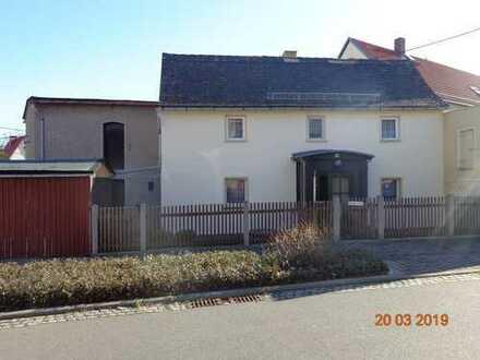 Kleines Haus mit drei Zimmern im Muldental