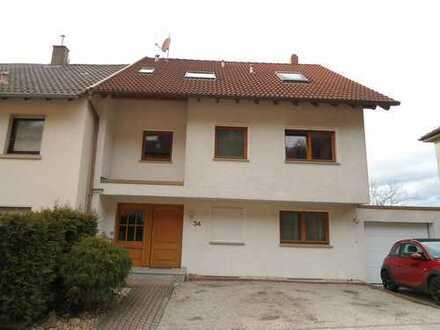 Schöne 3-Zimmerwohnung in 4-FH mit Balkon, Keller und Stellplatz in guter Lage
