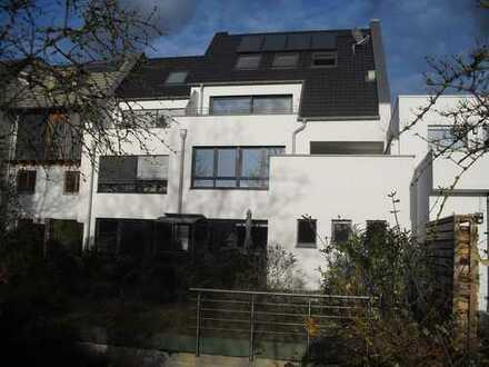Neuwertige 3-Zimmer-Wohnung mit Dachterrasse in Bonn-Graurheindorf