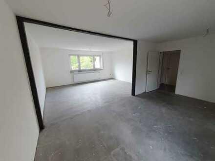 Erstbezug nach Sanierung mit EBK und Balkon: schöne 4-Zimmer-Wohnung in Windsbach