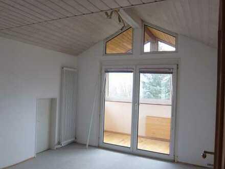 FFB, sonnige DG-Wohnung zentrumsnah, ruhig, in 3-Familien-Haus