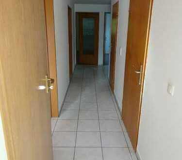 Schöne 4-Zimmer-DG-Wohnung mit Einbauküche in Klosterlechfeld