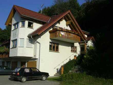 Günstige, gepflegte 4-Zimmer-DG-Wohnung mit Balkon und Einbauküche in Stühlingen-Bettmaringen