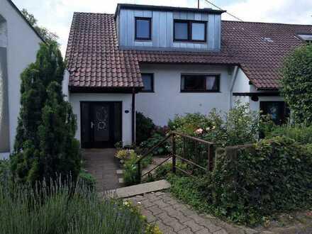 Traumhaftes Einfamilienhaus mit herrlichem Garten !