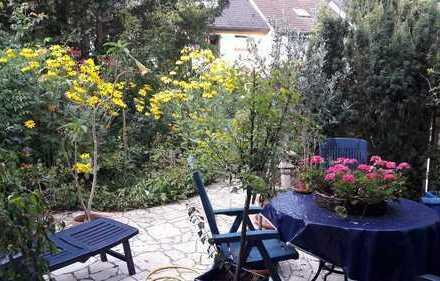 Von PRIVAT: Schönes Reihenmittelhaus mit 4 1/2 Zimmern und großem Garten in Dreieich