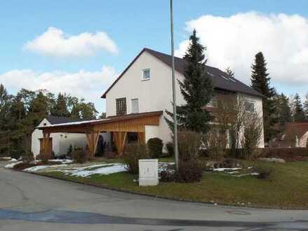 Preiswerte, geräumige und sanierte 3-Zimmer-Wohnung mit Balkon in Wonsees-Schirradorf