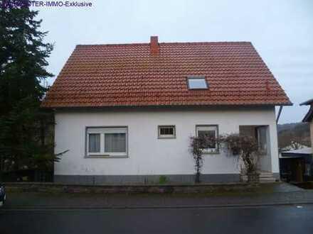 Freistehendes Einfamilienhaus mit großem Grundstück