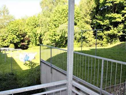 Ruhig und saniert - 2 Zimmer mit Balkon !