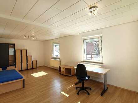 Zimmer in frisch renovierter Wohnung als 3er-WG zu vermieten