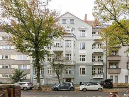 Vermietete Altbauwohnung mit 2 Zimmern und Balkon in ruhiger Lage