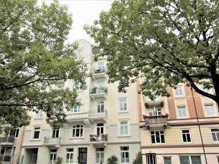 Schöne Altbauwohnung mit Terrasse in Hamburg-Eppendorf