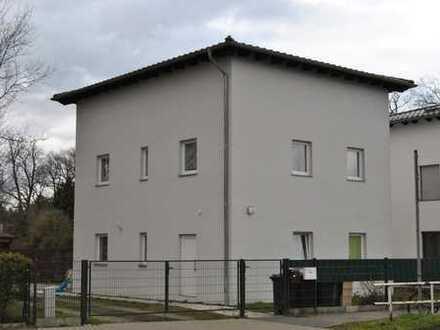 Solides, 2016 erbautes Ein- oder Zweifamilienhaus