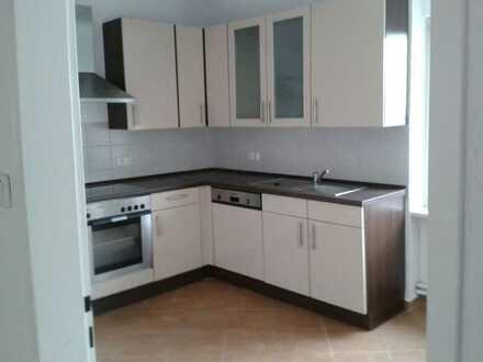 Sanierte Wohnung mit fünf Zimmern und Einbauküche in Groß-Gerau
