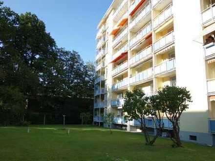 Gepflegte, ruhig gelegene 4-Zimmerwohnung am Dutzendteich. Frei ab 01.11.2019.
