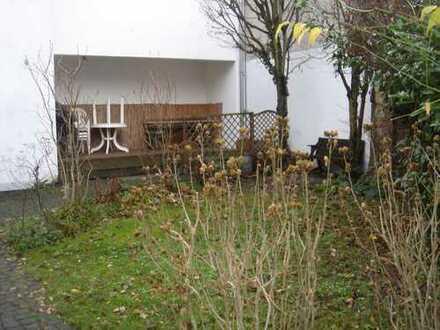 4 ZKB-DG-Maisonette-Whg., in 4 FH, in idyllischer Hofreite in Wiesbaden-Delkenheim