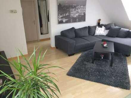 Gepflegte 2,5-Zimmer-DG-Wohnung mit Einbauküche in Wöllstein