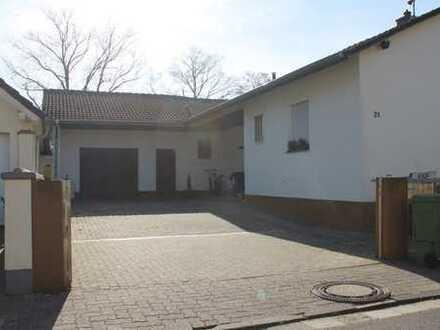 Großzügiges Wohnhaus (Bungalow) mit schönem Südgarten, Hofraum, Garage + Stellplätze in guter Lage !