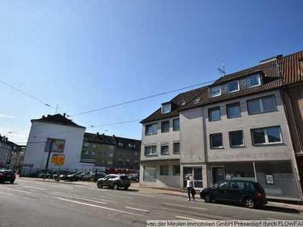 Freies Baugrundstück mit nebenstehendem Wohn-u. Geschäftshaus mit Garagenhof u. Baugrundstück