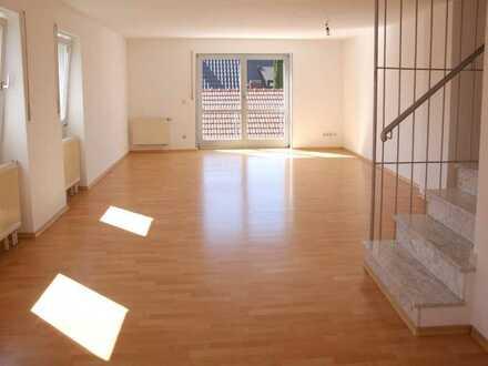 Attraktive 3-Zimmer-Maisonette-Wohnung mit Balkon und Einbauküche in Ergolding