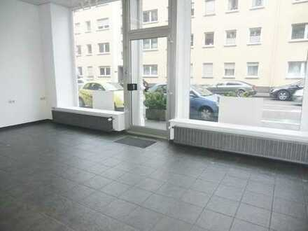 Repräsentative Fläche mit gr.Schaufenster in saniertem Jugendstilgebäude in südl.Vorstadt !