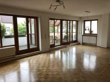 Schöne 4-Zimmer-Wohnung mit zwei Balkons und Wintergarten in Diedorf