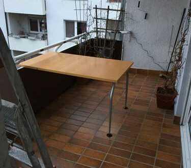 Teilmöbeliertes Zimmer ohne Balkon