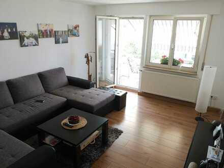 2 Zimmer-Wohnung + 3 Zimmer im Dachgeschoss