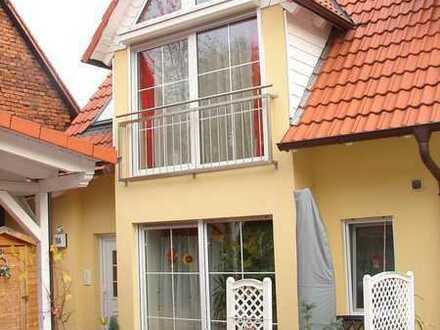 Hübsche,kleine Doppelhaushälfte mit Carprot in Alzenau-OT