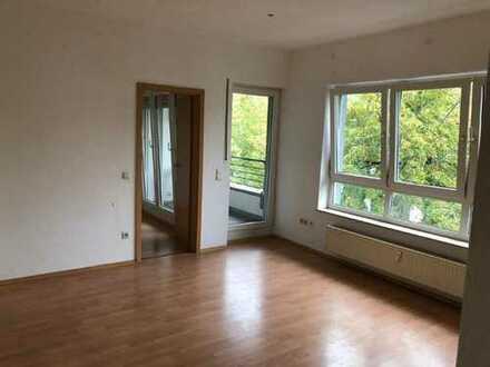 1-Zimmer Wohnung mit Einbauküche + Balkon!