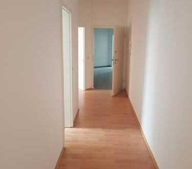 Sanierte 2-Raum Wohnung im Zentrum der Stadt * Bad neu *