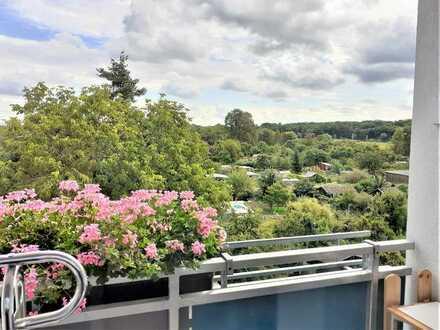 Achtung Investoren! Vermietete Wohnung im gehobenen Zustand mit 2 Balkone, EBK + Außenstellplatz