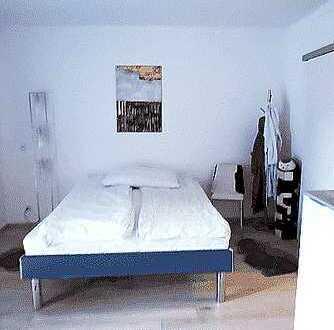 1-Zimmer-Wohnung mit Möbeln. Renoviert. Dazu Schwimmbad und Sauna