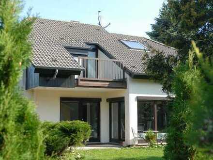 Gepflegtes, sonniges Einfamilienhaus mit großen Fenstern, hochwertiger Ausstattung in ruhiger Lage