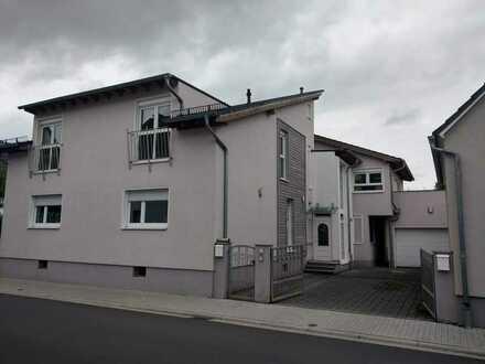 164 m² große DG Wohnung mit 2 Terrassen WG-geeignet