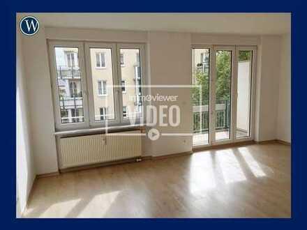 Sonniges, helles Apartment mit Balkon! Renoviert mit Laminat und integriertem Kochbereich