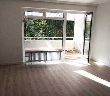 Sonnige, hochwertige 2-Zimmer-Wohnung mit Balkon und EBK in Groß Borstel, Hamburg