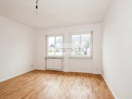 Modernisierte 3-Raum-Wohnung mit Balkon und Loggia.