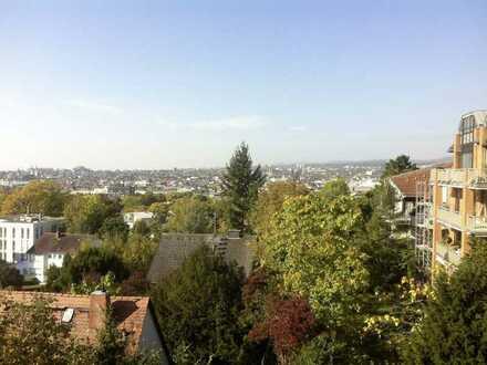 3 Zimmer Dachgeschosswohnung, Altbau mit Balkon & Panoramablick über WI