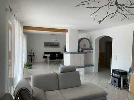 Modernes hochwertiges Wohnen im Grünen, große 5-Zimmer-Maisonette-Wohnung mit Garten u. 2 Balkonen