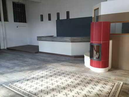 Wunderschöne Verkaufsräume/Praxis/Büros/Halle zu vermieten!