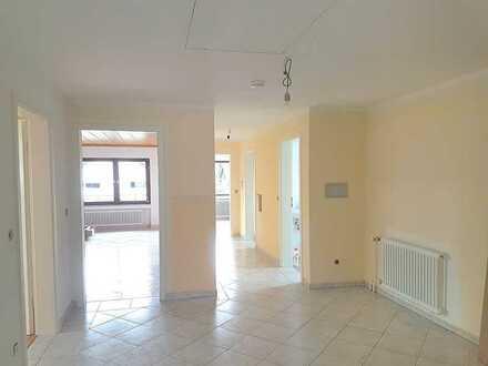 Modernisierte 4,5-Raum-DG-Wohnung mit Balkon und Einbauküche in Reutlingen-Reicheneck