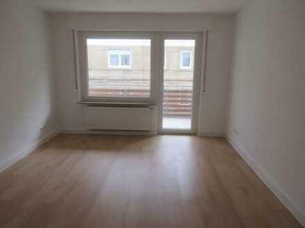 Erstbezug einer komplett sanierten und modernisierten Wohnung für eine 3-er Studenten-WG