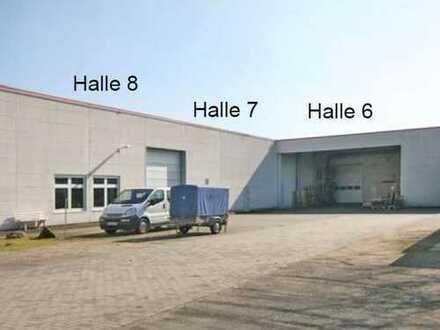 helle Büroräume mit Produktions-/ Lagerfläche, Parkplätzen und Duschen (z. B. für Handwerker)